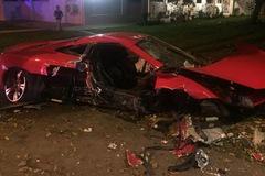 """Hiện trường """"rùng mình"""" của vụ tai nạn giữa siêu xe McLaren 12C và taxi"""
