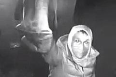 """Video kẻ gian ăn trộm BMW X5 """"dễ như ăn kẹo"""" khiến nhiều người ngỡ ngàng"""