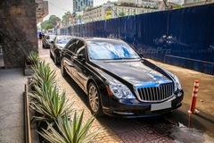 Bộ đôi xe siêu sang nhà chồng Hà Tăng tái xuất trên phố Sài thành