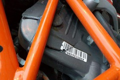 """Biker """"tá hỏa"""" vì KTM Duke 390 bất ngờ nứt vỏ động cơ khi chạy ở vận tốc 30 km/h"""