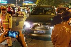 Hà Nội: Bị yêu cầu đi hướng khác, tài xế Thanh tra Bộ lái xe Fortuner uy hiếp cảnh sát