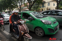 Giao thông Hà Nội nhanh chóng tấp nập trở lại sau những ngày đầu của kì nghỉ Tết