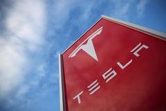 """Sau giai đoạn """"đốt tiền"""", Tesla chuẩn bị có lãi"""