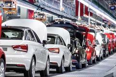 """Trụ sở Porsche, Audi bị chính phủ Đức """"sờ gáy"""""""