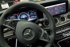 Cập nhật giao diện tiếng Việt cho nhiều mẫu xe Mercedes-Benz