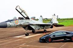 So tài đua drag, Lamborghini Huracan Performante hay chiến đấu cơ kỳ cựu của Nga sẽ thắng?