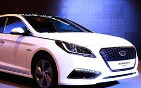 Hyundai Sonata 2015 phiên bản 5,5 lít/100 km trình làng