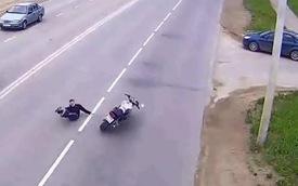 Biểu diễn môtô trên cao tốc, quái xế trả giá đắt