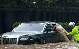Làm gì khi đỗ xe trong khu vực ngập nước
