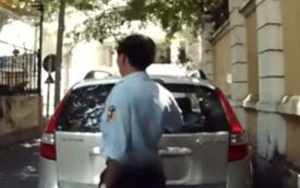 Sài Gòn: Bảo vệ bẻ gẫy cần gạt kính chắn gió sau của Hyundai i30 CW