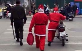 """Không đội mũ bảo hiểm, """"ông già Noel"""" bị cảnh sát """"sờ gáy"""""""
