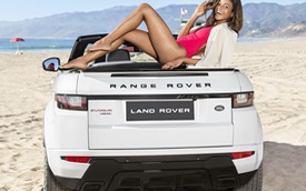 """Cô nàng """"Bond Girl"""" quyến rũ bên Range Rover Evoque mui trần"""