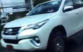 """Xem cảnh """"xe hot"""" Toyota Fortuner 2016 chạy trên đường Thái Lan"""