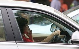 Lùi phạt lỗi dùng điện thoại khi lái xe