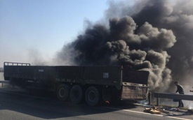 Xe đầu kéo bốc cháy như đuốc trên cao tốc Hà Nội - Thái Nguyên