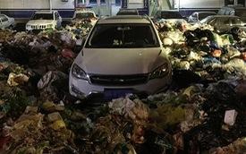 Đỗ bừa bãi, người đàn ông phải dọn 10 tấn rác để lấy xe