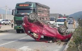 Nghệ An: Xe đầu kéo đâm liên hoàn 2 ô tô con, 7 người bị thương