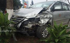 Hà Nội: Toyota Innova lao qua dải phân cách, đâm Honda CR-V