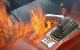 Siêu xe Camaro 700 mã lực bất ngờ bốc cháy khi đang chạy