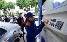Giá xăng giảm gần 700 đồng một lít từ 15h