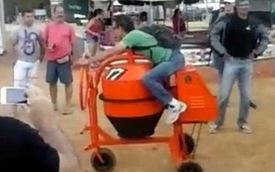 Độ máy trộn bê tông thành xe 3 bánh