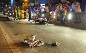 Thanh niên đi ngược chiều khiến 4 xe máy đâm nhau giữa Sài Gòn