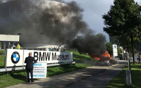 """Doanh nhân """"thù dai"""" đốt 7-Series bên ngoài trụ sở BMW để """"dằn mặt"""" hãng"""