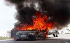 Xe sang Audi A7 2019 bốc cháy ngùn ngụt trên đường thử
