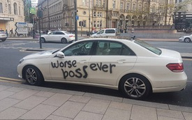 Nhân viên bất mãn viết bậy lên chiếc Mercedes-Benz E-Class của sếp cũ