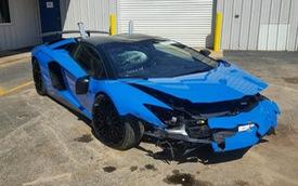 """""""Siêu bò"""" Lamborghini Aventador SV Roadster mới chạy hơn 100 km đã gặp nạn"""