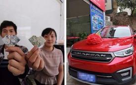 """Sau 6 năm chăm chỉ gấp tiền giấy thành hình trái tim, """"chồng nhà người ta"""" mua được ô tô cho vợ"""