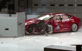 Khi bị đâm kiểu này, Tesla Model S 2017 và BMW i3 2017 có thể khiến người trong xe tử vong
