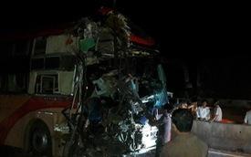 3 xe khách giường nằm tông nhau, ít nhất 3 người chết