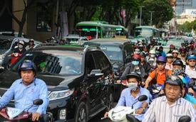 """Giao thông ở Sài Gòn rối như """"canh hẹ"""" sau khi phân luồng thi công nhà ga trung tâm Bến Thành"""