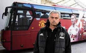Sao Manchester United đi xế hộp gì?