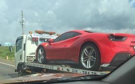 Siêu xe Ferrari 488 GTB bị bắt gặp đang trên đường vận chuyển ra Hà Nội cho ca sĩ Tuấn Hưng