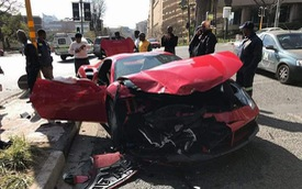 "Ferrari 488 mui trần ""nát đầu"" sau tai nạn với Mazda CX-3"