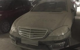 """Hà Nội: Xót xa với Mercedes-Benz """"S65 AMG"""" phủ bụi dày đặc trong hầm đỗ xe"""