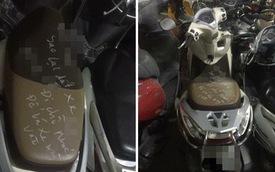 Xuống hầm lấy xe, đôi vợ chồng giật mình với lời nhắn gửi viết trên yên