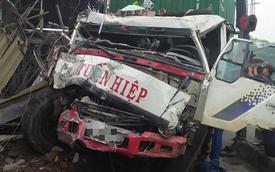 TP. HCM: Tránh người chạy bộ qua đường, xe container tông sập hàng loạt ngôi nhà, nhiều người dân la hét kêu cứu