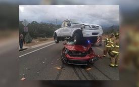 """Mazda BT-50 """"đè đầu cưỡi cổ"""" Honda CR-V"""