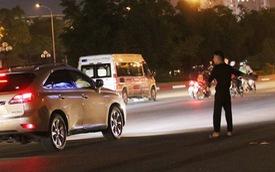 Giá vé gửi xe ô tô ở khu vực sân vận động Mỹ Đình lên đến 200.000 đồng/lần tối 16/11