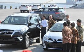 Xe nhập miễn thuế từ Thái Lan, Indonesia lũ lượt xếp hàng, chờ khách Việt mua về chơi Tết