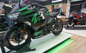 Kawasaki ra mắt bộ đôi W175, Ninja 400 ABS 2019 tự thiết kế tem tại Việt Nam