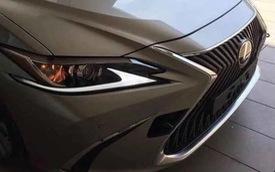 Lộ ảnh thực tế đầu tiên của Lexus ES 2019 - Đối thủ Mercedes-Benz E-Class