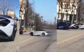 Tai nạn hy hữu: McLaren 720S mất lái, đâm Audi R8 đang đỗ trên đường