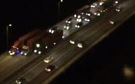 Hà Nội: Xe container dàn hàng ngang gây ùn tắc hàng cây số trên đường vành đai 3