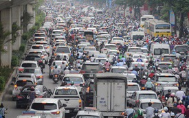 Đường phố Hà Nội tắc nghẽn, hàng ngàn phương tiện bủa vây nhau trong ngày đầu người dân đi làm sau kỳ nghĩ lễ