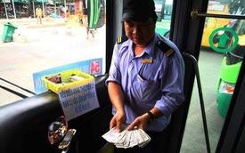 """Chuyến xe bus với rổ tiền đầy tình người giữa Sài Gòn: """"Quên mang tiền lẻ thì cứ lấy đủ để mua vé"""""""