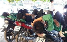 Ảnh: Những giấc ngủ trưa nhọc nhằn dưới tán cây, gầm cầu của người lao động trong đợt nắng nóng đỉnh điểm ở Thủ đô